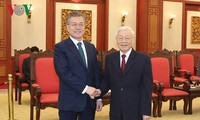 KPV-Generalsekretär Nguyen Phu Trong empfängt Südkoreas Präsident Moon Jae-in
