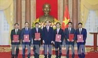 Staatspräsident Tran Dai Quang überreicht Ernennungsurkunden an neue Botschafter