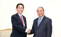 Der Premierminister trifft den Leiter der Abteilung für Politikforschung der LDP