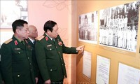 Ausstellung über Generäle der vietnamesischen Volksarmee ist gut besucht