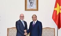 Premierminister Nguyen Xuan Phuc trifft IWF-Vertreter in Vietnam