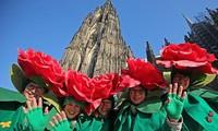 Lebhafte Fest-Saison in Europa