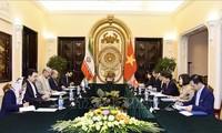 Vizeaußenminister Nguyen Quoc Cuong führt Gespräch mit seinem iranischen Amtskollegen