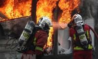 Gewaltausbruch bei Gelbwesten-Demonstration in Paris
