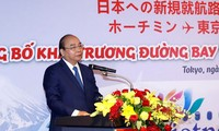 Premierminister Nguyen Xuan Phuc nimmt an Feier zur Veröffentlichung der zwei Flugverbindungen nach Japan teil