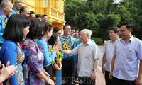 KPV-Generalsekretär und Staatspräsident Nguyen Phu Trong trifft die ausgezeichneten Vorsitzenden der Gewerkschaften