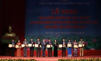 Truong Thi Mai nimmt an Verleihung des Nguyen-Van-Linh-Preises teil