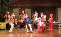 Tuong-Gesang wird Publikum und Touristen angeboten