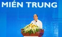 Premierminister Nguyen Xuan Phuc leitet Konferenz für Wirtschaftsentwicklung Zentralvietnams