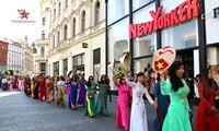 Farben der vietnamesischen Kultur in der tschechischen Stadt Brünn