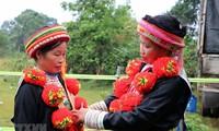 Verzierungskunst auf traditionellen Trachten der Roten Dao zum immateriellen Nationalkulturerbe erklärt