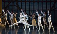 """Vorführung des Ballettstücks """"Cendrillon"""" im französischen Kulturzentrum L'Espace in Hanoi"""