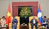 Parlamentspräsidentin Nguyen Thi Kim Ngan empfängt den laotischen Partei- und Staatschef Bounnhang Vorachith