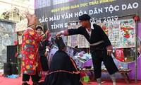 """Programm """"Die Kulturfarbe der Volksgruppe Dao"""""""