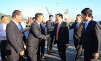Vizepremierminister Vuong Dinh Hue besucht Danang-Hafen