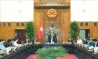 Premierminister Nguyen Xuan Phuc leitet die Sitzung der ständigen Regierungsmitglieder