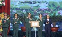 Premierminister Nguyen Xuan Phuc nimmt an der Feier zum 75. Gründungstag der vietnamesischen Volksarmee teil