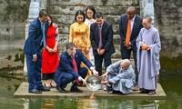 """US-Botschafter lässt Karpfen zum Festtag von """"Tao quan"""" frei"""