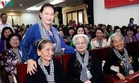 Parlamentspräsidentin Nguyen Thi Kim Ngan nimmt am Treffen der ehemaligen Freiwilligen im Süden teil