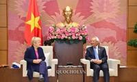 Vizeparlamentspräsident Uong Chu Luu empfängt Deutschland-ASEAN-Abgeordnetengruppe