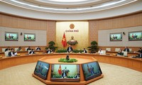 Premierminister Nguyen Xuan Phuc leitet Regierungssitzung über Covid-19-Epidemie