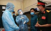 Vizestaatspräsidentin Dang Thi Ngoc Thinh ermutigt die für Covid-19-Bekämpfung eingesetzten Offiziere und Soldaten