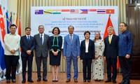 Vietnam überreicht medizinische Ausrüstungen zur Reaktion auf Covid-19