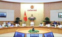 Premierminister Nguyen Xuan Phuc tagt mit dem nationalen Verwaltungsstab für Covid-19-Bekämpfung
