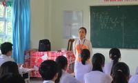 """Den Schülern das Werk """"Die Geschichte von Kieu"""" durch das Cai Luong-Theater lehren"""