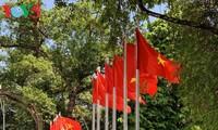 Am Nationalfeiertag ist Hanoi mit roten Flaggen geschmückt