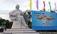 Einweihung der Statue von Trinh Cong Son am Strand in Quy Nhon