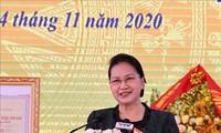 Die Parlamentspräsidentin nimmt am Festtag der Solidarität der Volksgruppen in Yen Bai teil