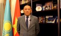 Ausländische Botschafter: Unter der Leitung der KPV wird Vietnam Durchbrüche in Wirtschaft erreichen