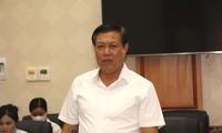 Vize-Gesundheitsminister Do Xuan Tuyen überprüft die Covid-19-Bekämpfung in Hung Yen
