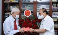 Staatspräsident Nguyen Xuan Phuc ehrt ehemalige Journalisten