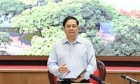 Premierminister Pham Minh Chinh: Hanoi soll die Reaktion auf Covid-19-Pandemie als wichtigste Aufgabe betrachten