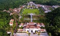 UNESCO Unterlagen über die Landschaft Yen Tu vorlegen