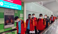 Nach der Ankunft in VAE beginnt die vietnamesische Fußballmannschaft mit Training
