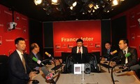 越南之声广播电台与法国广播电台签署合作协议