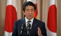日本首相安倍晋三开始对越南进行正式访问