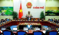 阮春福:要坚决施政 排除企业与居民困难 实现经济增长6.7%的目标