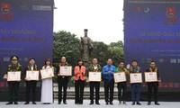 2017年国家志愿者奖颁奖仪式在河内举行