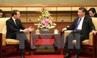 法国总统马克龙呼吁中国与欧盟避免落入贸易保护陷阱