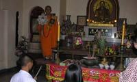 Vietnamesen in Thailand gehen zum neuen Jahr in Pagoden