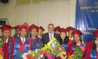 Abschluss des ersten Tourismus-Masterstudiengangs der FH Krems an der Uni Hue