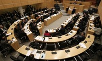 Zypern billigt Hilfspaket