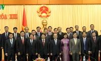 Parlamentspräsident Nguyen Sinh Hung empfängt Vietnams Vertreter im Ausland