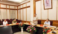 Politbüro und Partei-Zentral-Büro beraten sich über die Umsetzung des Beschlusses zum Parteiaufbau