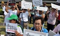 Thailand: Demonstranten umzingeln Gebäude der Regierungspartei