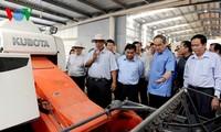 Vorsitzender der Vaterländischen Front Vietnams besucht vorbildliche Genossenschaften in Vinh Long